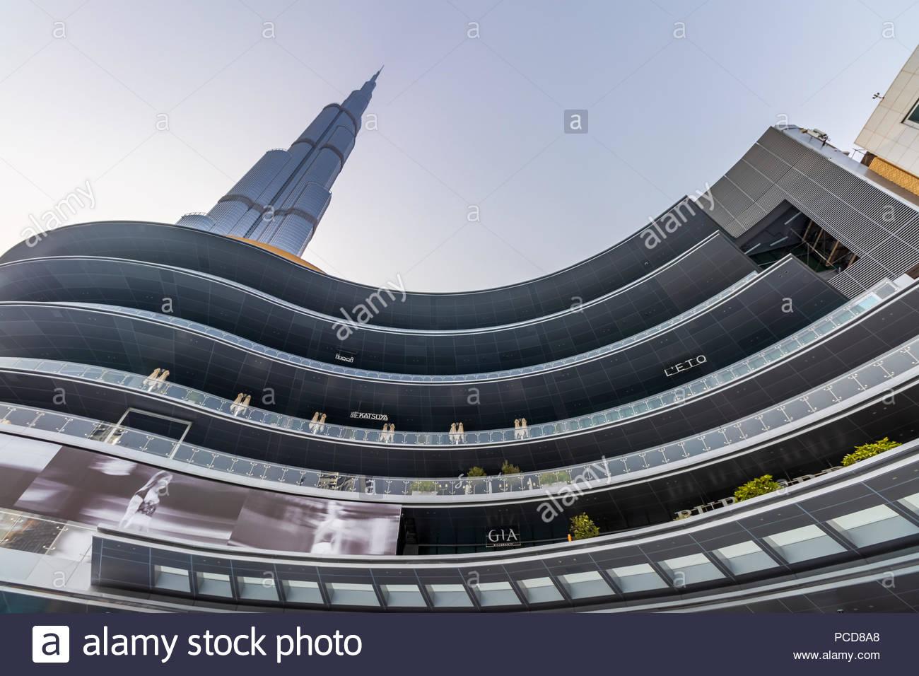 Blick auf Burj Khalifa und die neuen Fashion Avenue in der Dubai Mall. Stockbild