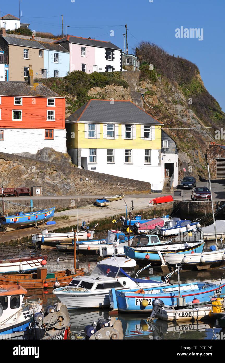 Fischerboote im Hafen von Mevagissey, Cornwall, England, Großbritannien. Stockfoto