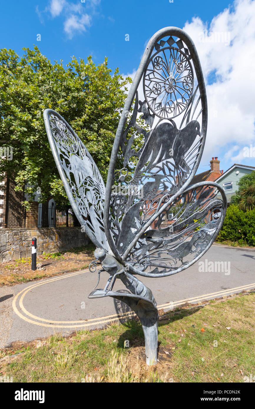 Schmetterling Skulptur Nummer 1 (3) Auf dem Leinpfad entlang Chichester Ship Canal, Chichester, West Sussex, England, UK. Stockbild