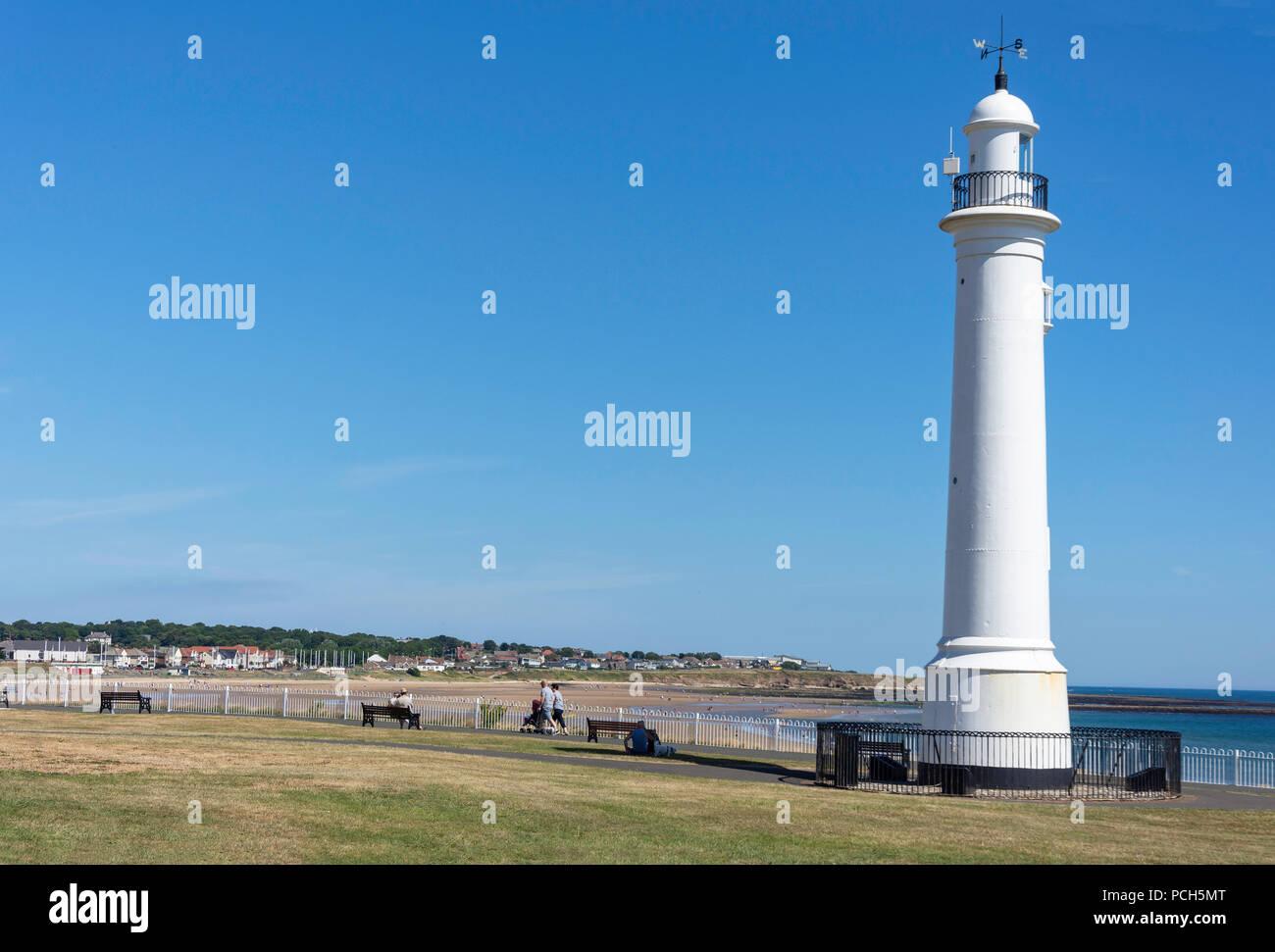 Meik's Gusseisen Leuchtturm und Promenade, Seaburn, Sunderland, Tyne und Wear, England, Vereinigtes Königreich Stockbild