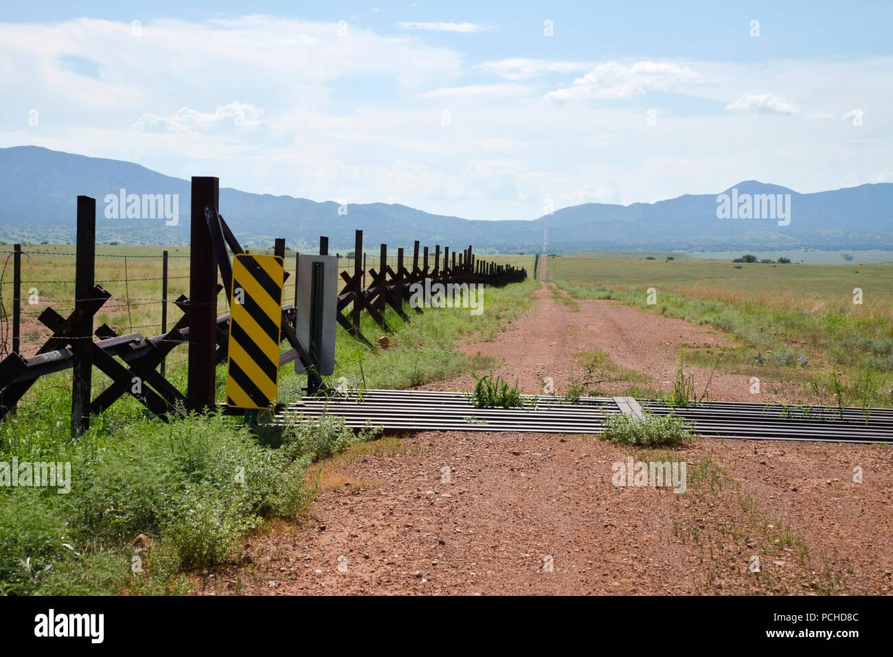 Ein Zaun Zeigt Die Internationale Grenze Zwischen Sonora Mexiko