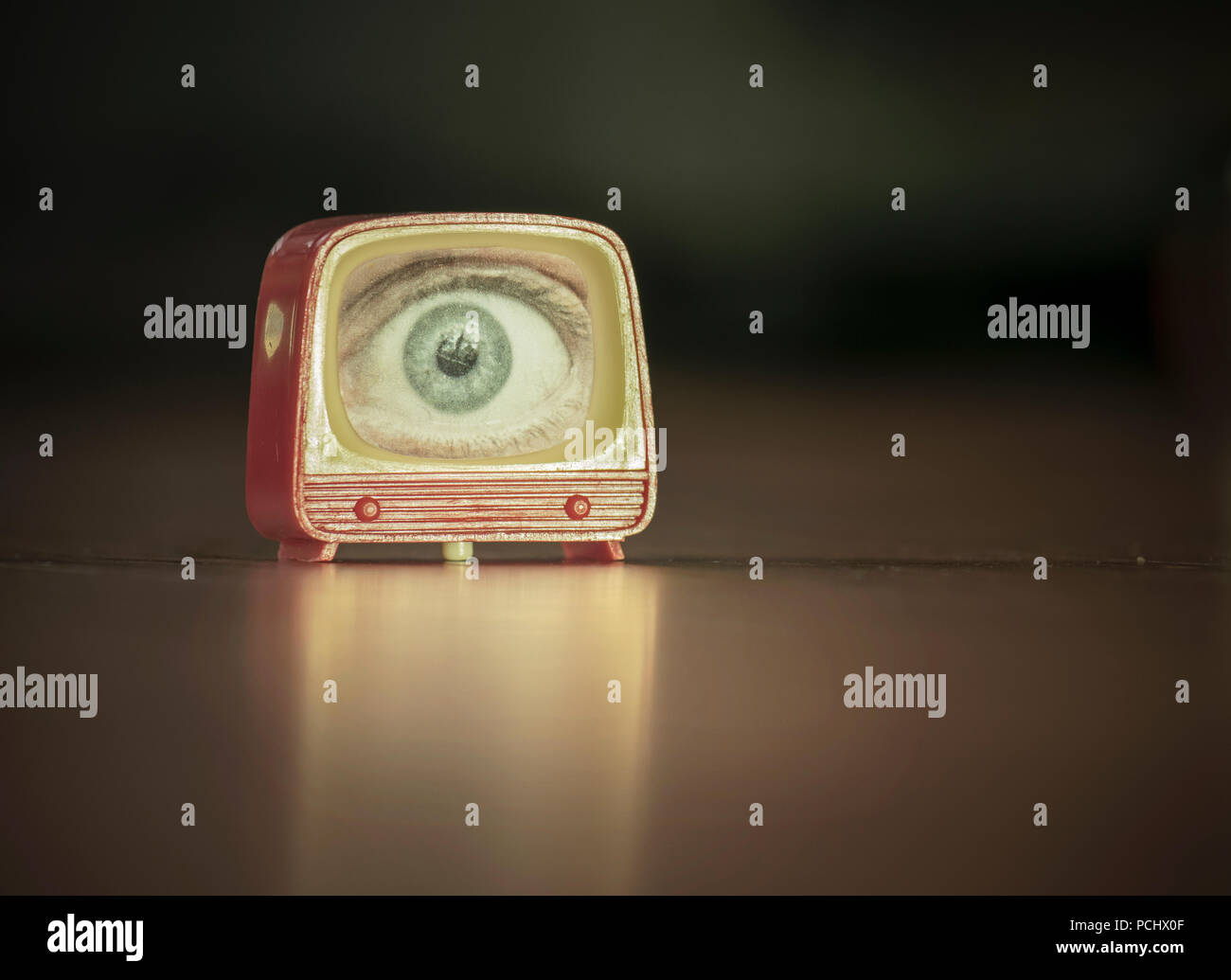 Auge, Fernsehen, Stare Stockbild