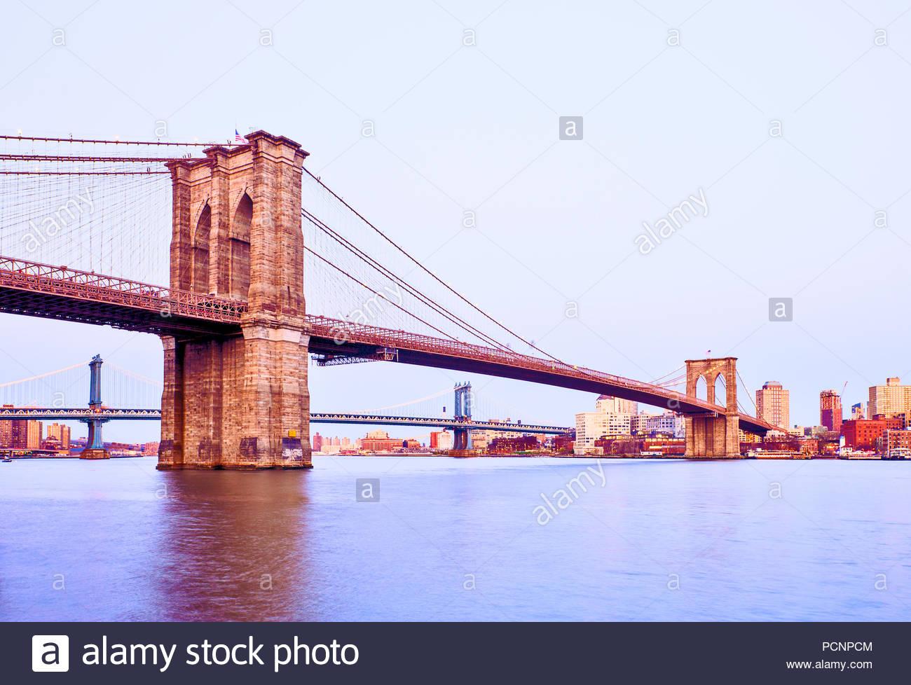 Brooklyn Brücke New York-City-Dämmerung Stockbild