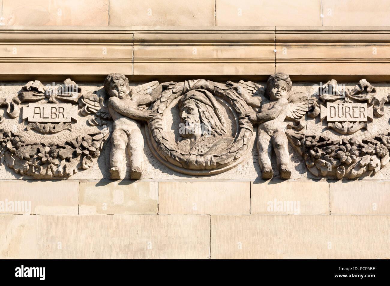 Fassadendetails nach der Renovierung 2016, Westseite, Huldigung eines Albrecht Dürer Stockbild