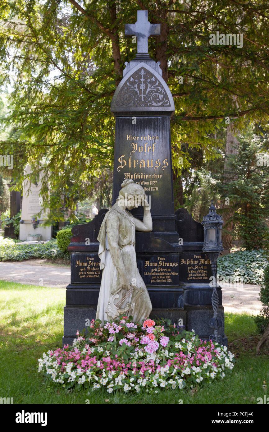 Grabmal von Josef Strauss, Musiker und Architekt 1827-1870 Stockbild