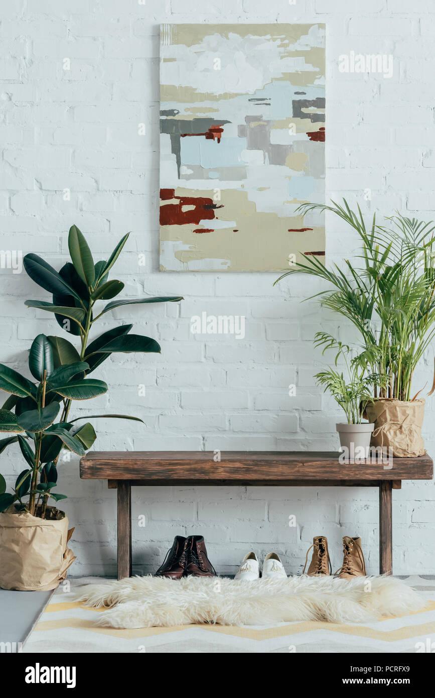 4bbcc918299d69 Innenraum der hellen Flur in der Wohnung mit Topfpflanzen Stockfoto ...