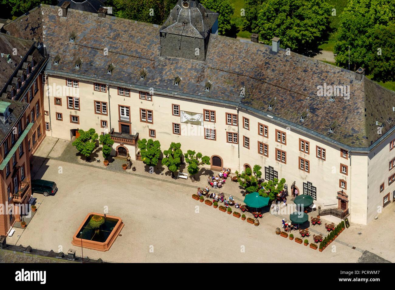 Schloss Berleburg Innenhof mit Schlossschenke (Restaurant), Bad ...
