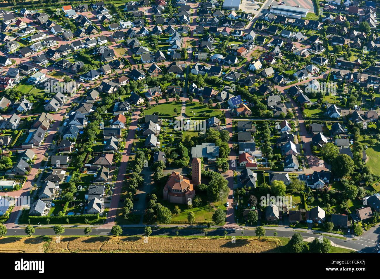 Hufeisen Kontur, Abrechnung mit einem sozialen Zentrum, Kinderspielplatz, Siedlung Hau Reindershof, Bedburg-Hau, Niederrhein, Nordrhein-Westfalen, Deutschland, Europa Stockbild