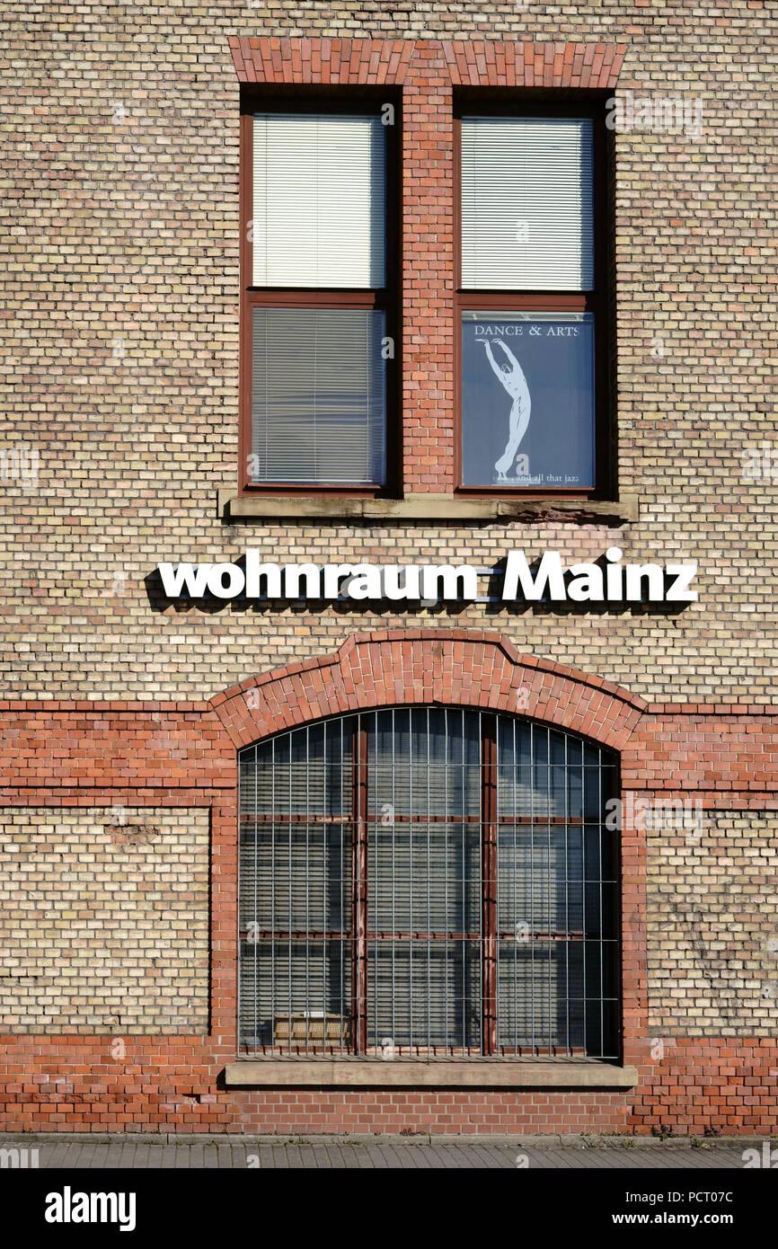 Logo Der Mobel Shop Wohnraum Mainz Auf Dem Backstein Fassade Eines