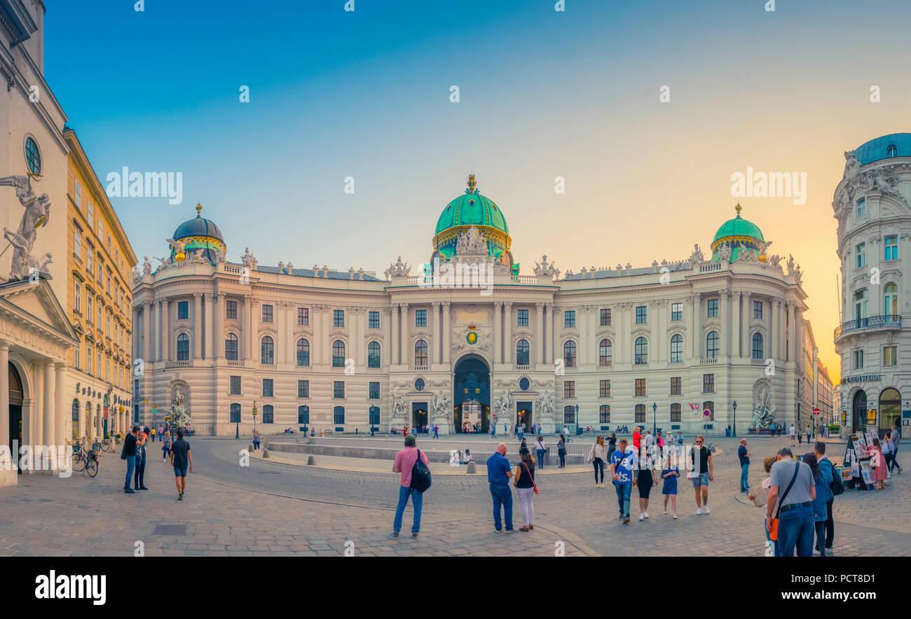 Europa, Österreich, Wien, Innere Stadt, Innenstadt, Platz, Michaeler, Michaeler Platz, Hofburg, Wien, Österreich, Architektur, Kapital Stockbild