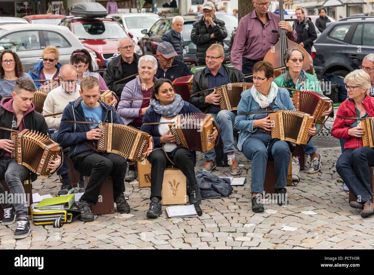 Musik Band auf der Alpabzug in Urnäsch, Appenzeller Land, Kanton Appenzell Ausserrhoden, Schweiz Stockbild