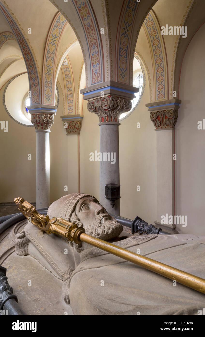 Erbaut von Ernst Zwirner, mit Sarkophag Krypta aus dem 14. Jahrhundert, Grabmal St. Apollinaris Stockbild