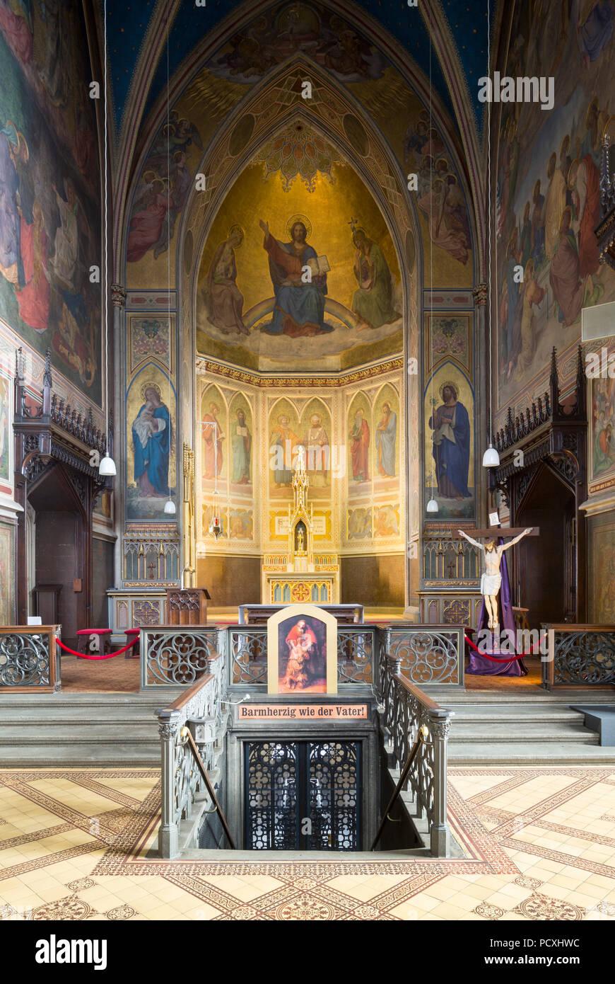Erbaut von Ernst Zwirner, Chor und Treppe zur Krypta Stockbild