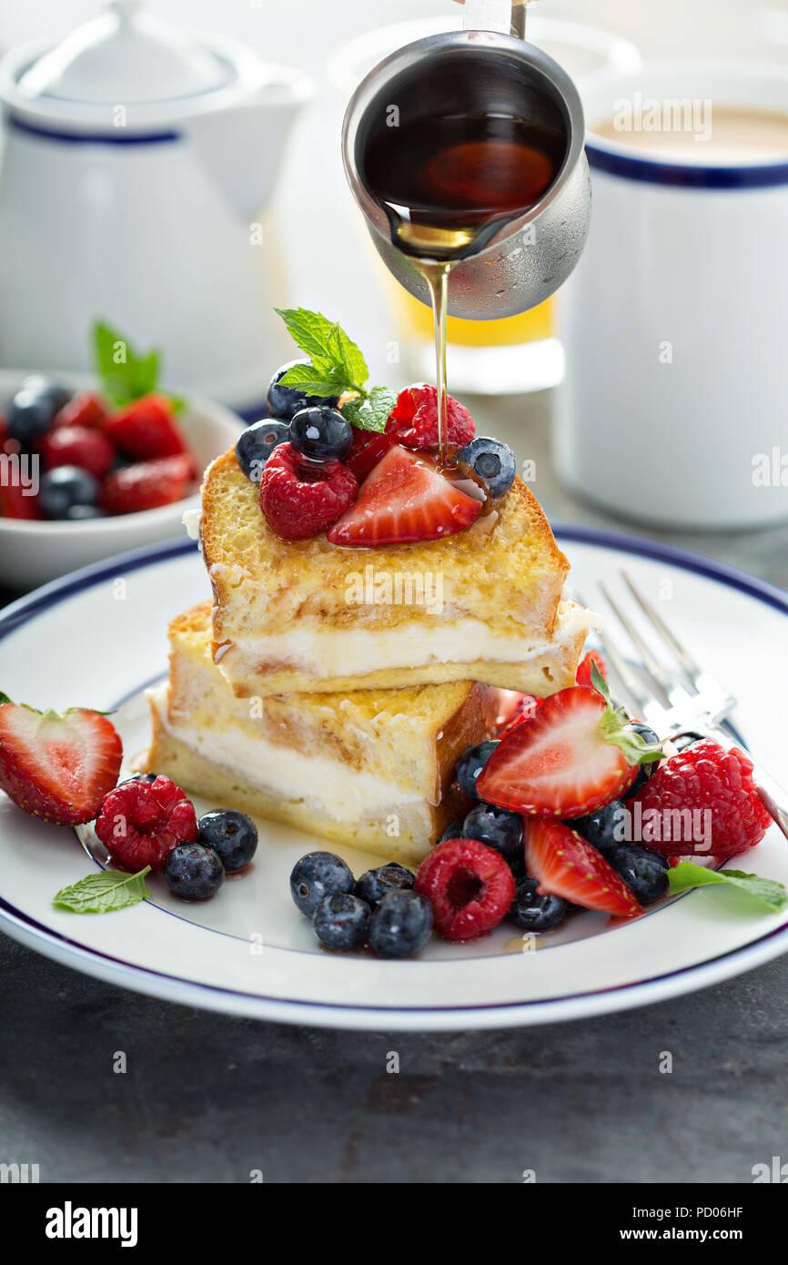 Gebackene French Toast mit Frischkäse füllen Stockbild