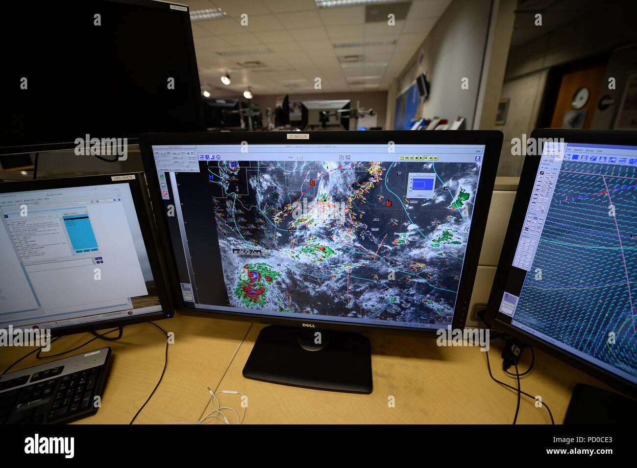 MIAMI, FL - Juni 01: (NY TAGESZEITUNGEN OUT) Direktor Rick Knabb, Ph. D der NOAA's National Hurricane Center Gastgeber einer Pressekonferenz der offizielle Start der atlantischen Hurrikansaison am 1. Juni 2015 in Miami Florida Personen zu markieren: Atmosphäre Stockfoto