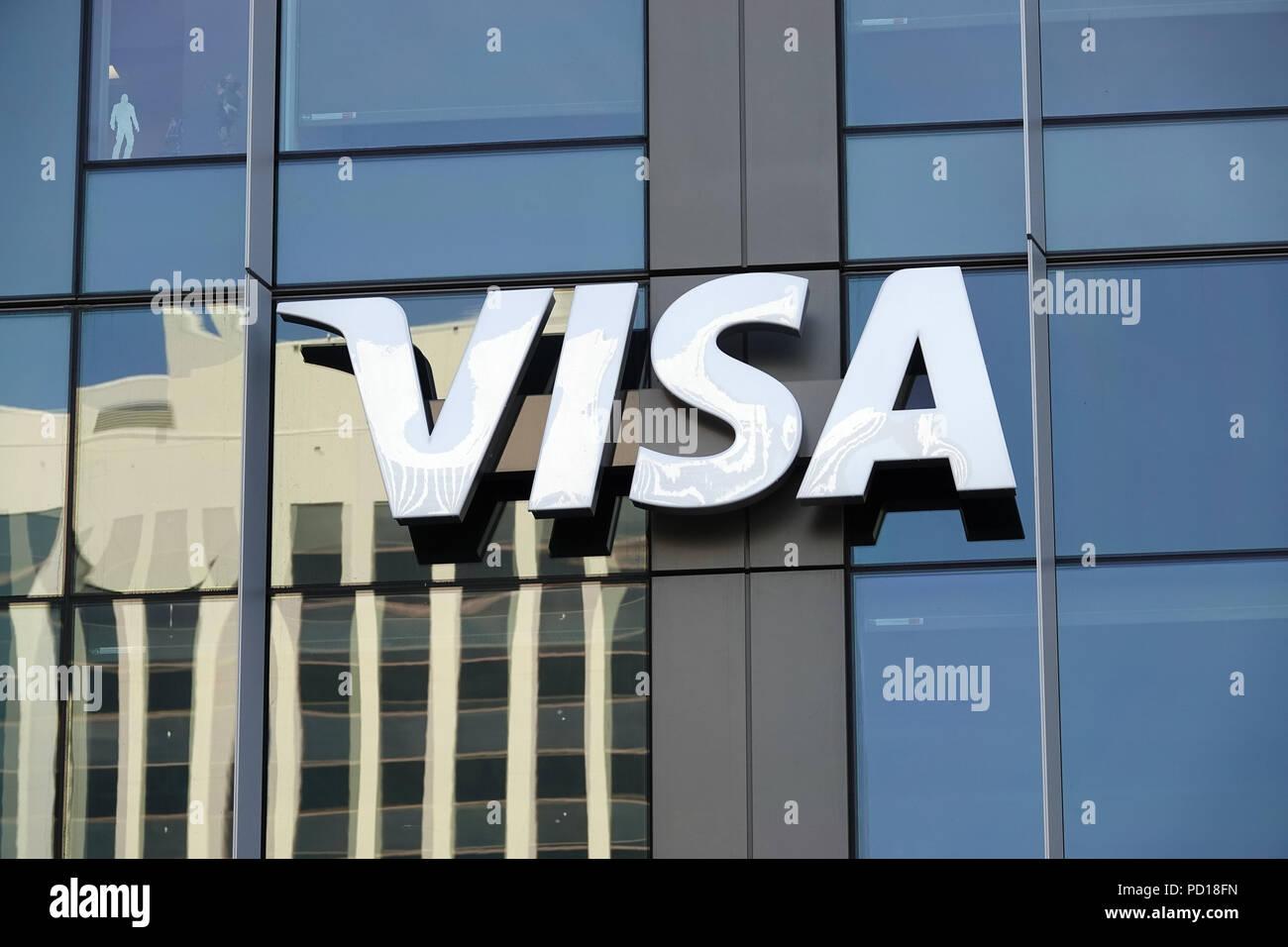 VISA Logo in einem Gebäude in der Innenstadt von Bellevue, WA, USA