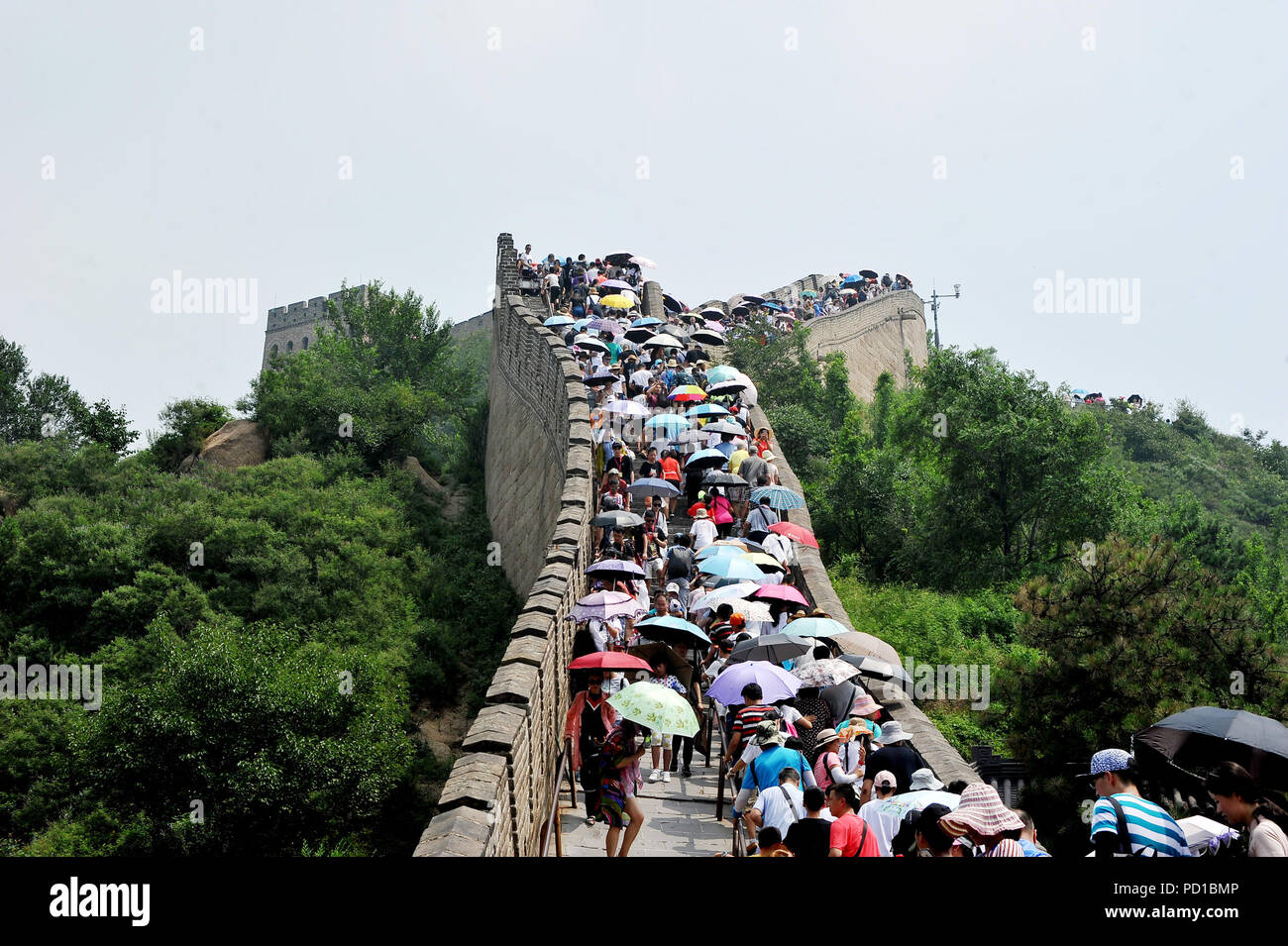 e186ab28312177 Touristen klettern die Badaling Abschnitt der Großen Mauer