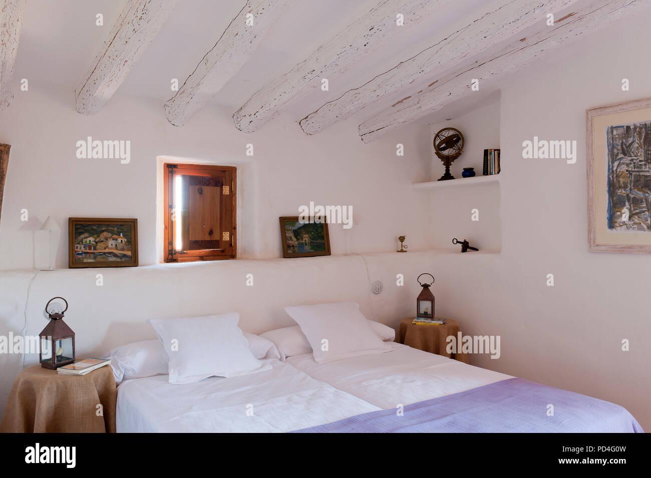 Rustikales Schlafzimmer Stockfoto, Bild: 214615321 - Alamy