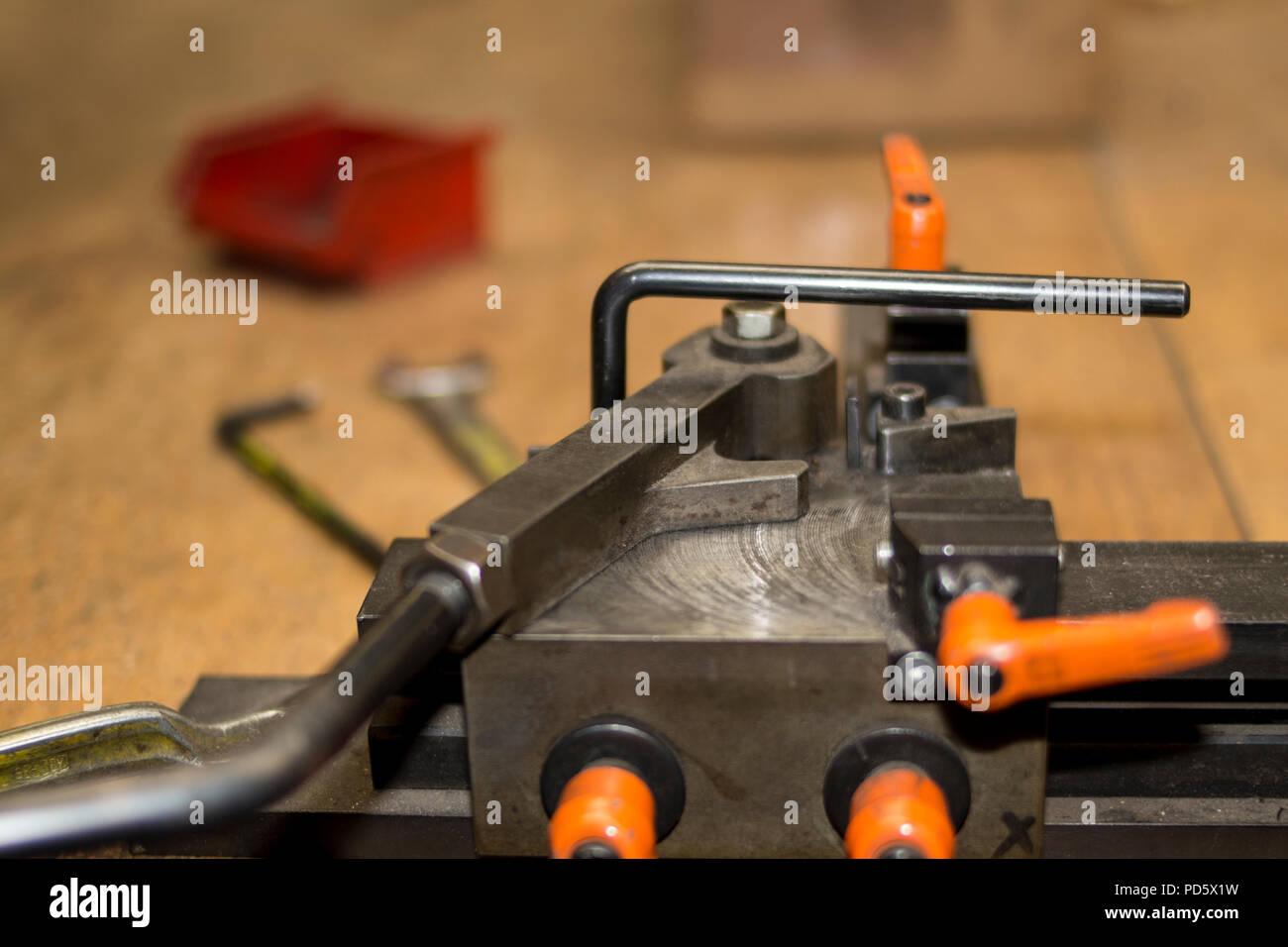 Iron Bar Bending Stockfotos & Iron Bar Bending Bilder - Alamy