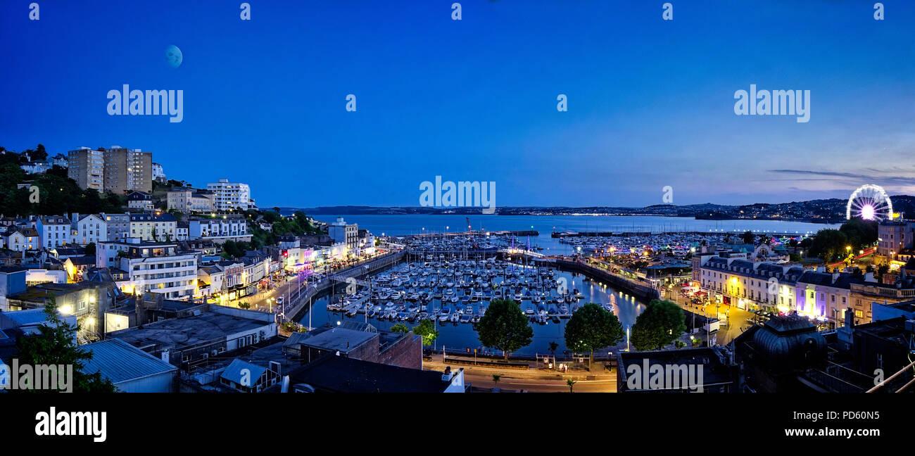 De - Devon: Einbruch der Nacht über der Hafen von Torquay Stockbild