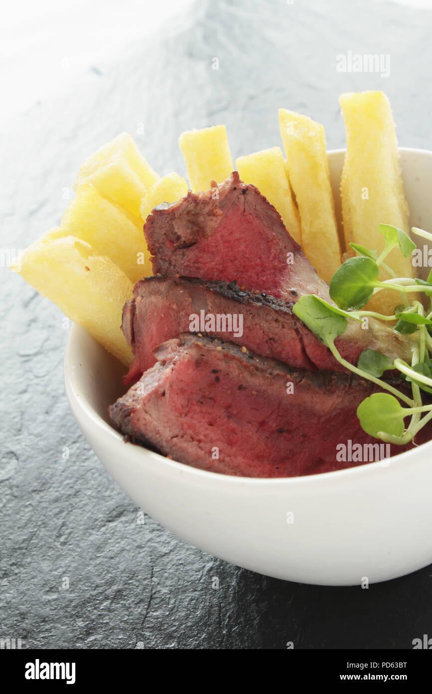 Steak und Pommes finger food Stockbild