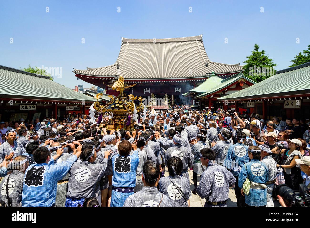Japan, Insel Honshu, Kanto, Tokio, die Sanja matsuri. Stockfoto