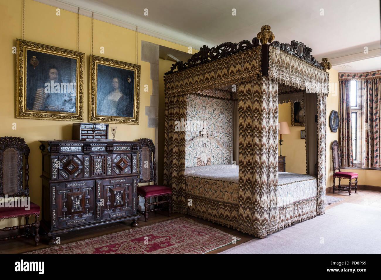 Vier postered Bett mit 17. Jahrhundert Flamme stitch Stickerei und ...