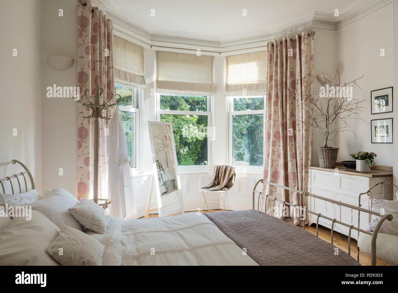 Französisch Inspirierten Gäste Schlafzimmer Mit Schmiedeeisernen