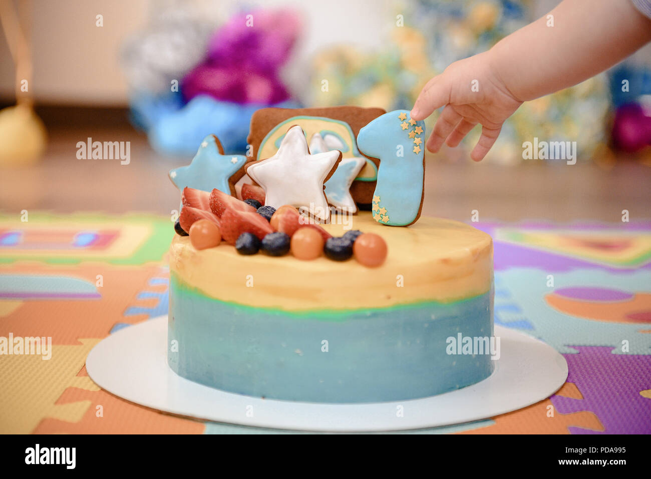 Details Einer Ersten Jahr Geburtstag Kuchen In Blau Fur Einen Jungen