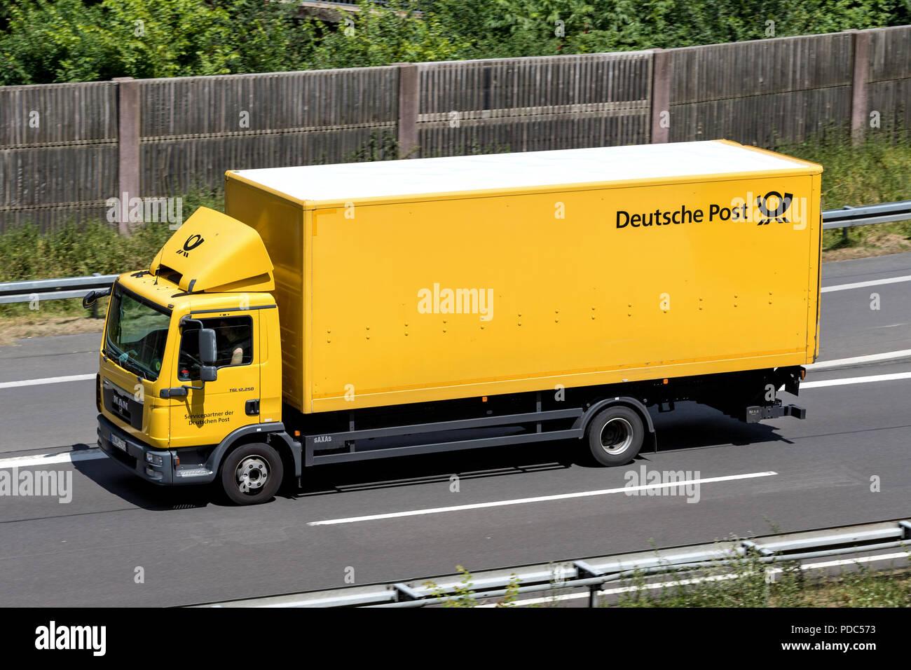 Deutsche Post Lkw Auf Der Autobahn Die Deutsche Post Bietet 61