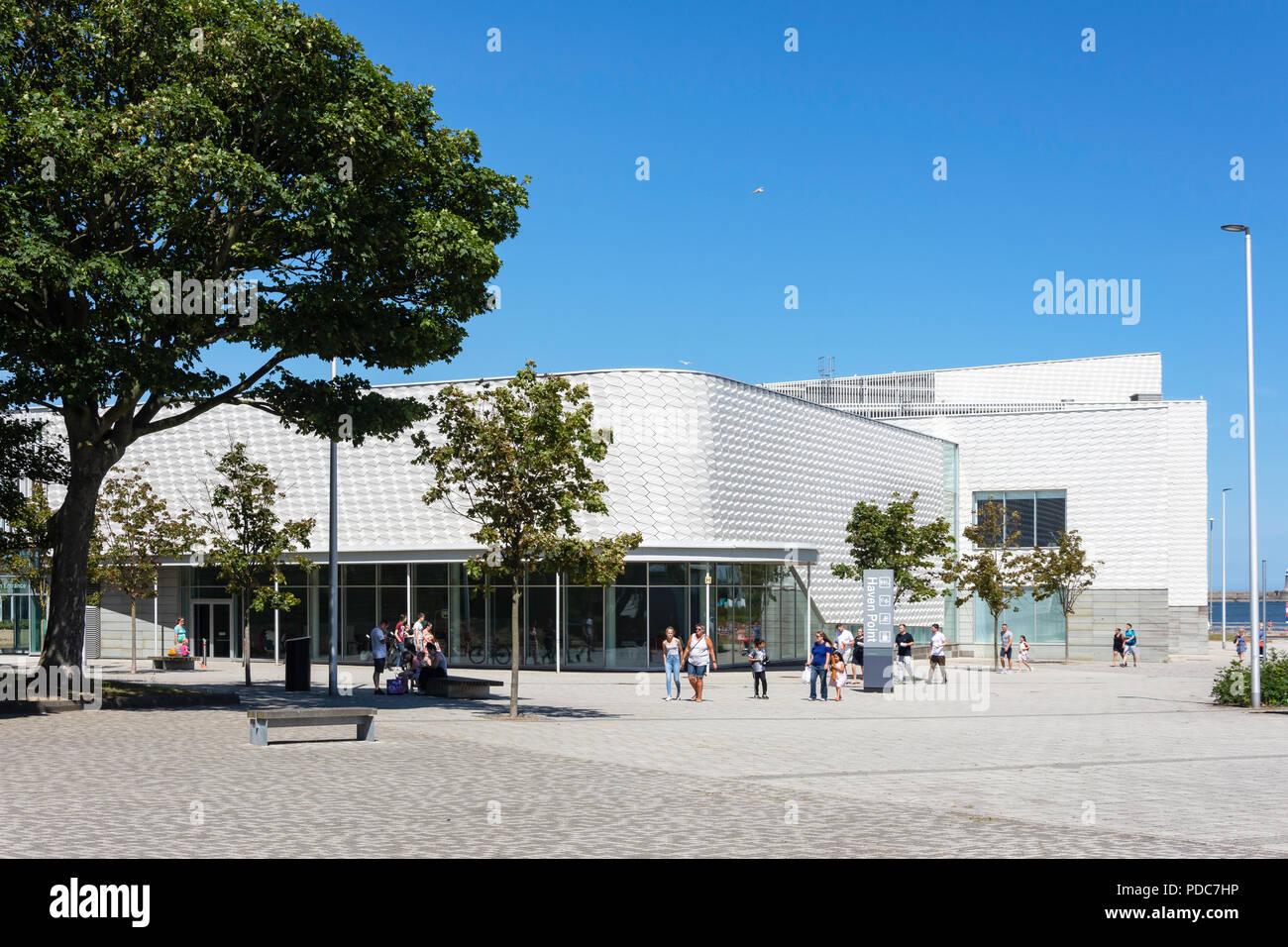 Eingang zum Hafen Punkt Kunst & Freizeitanlage, Pier Parade, South Shields, Tyne und Wear, England, Vereinigtes Königreich Stockbild