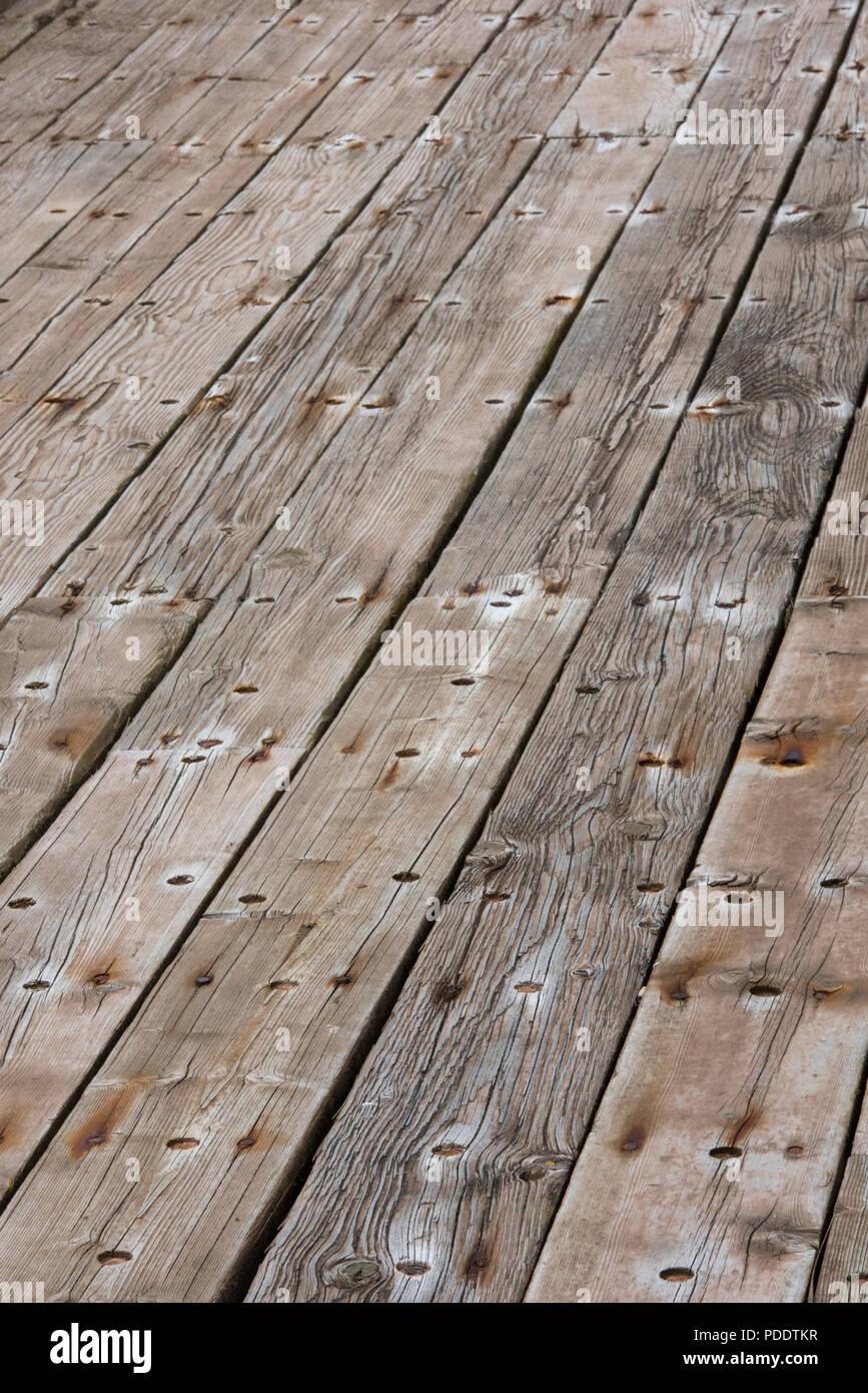 alte holzdielen close-up zusammenfassung von deck planken stockfoto