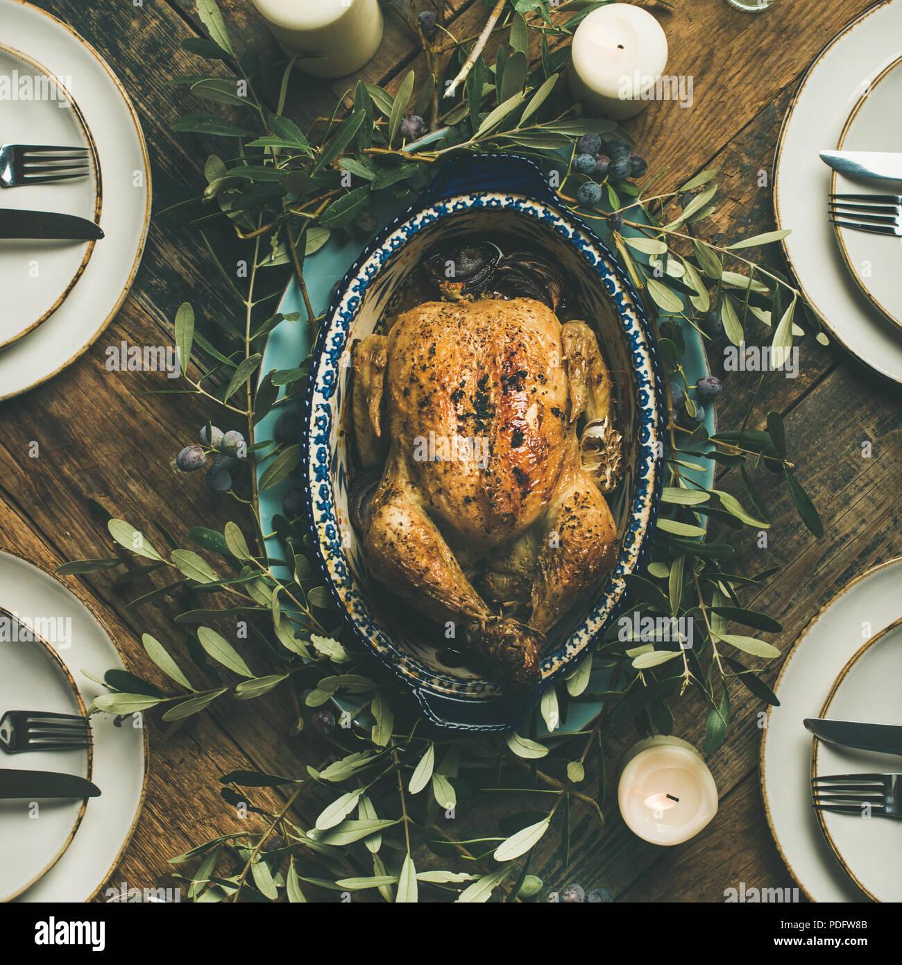 Flachbild-lay von Ganzen gebratene Hähnchen für Weihnachten, Quadrat Erntegut Stockbild