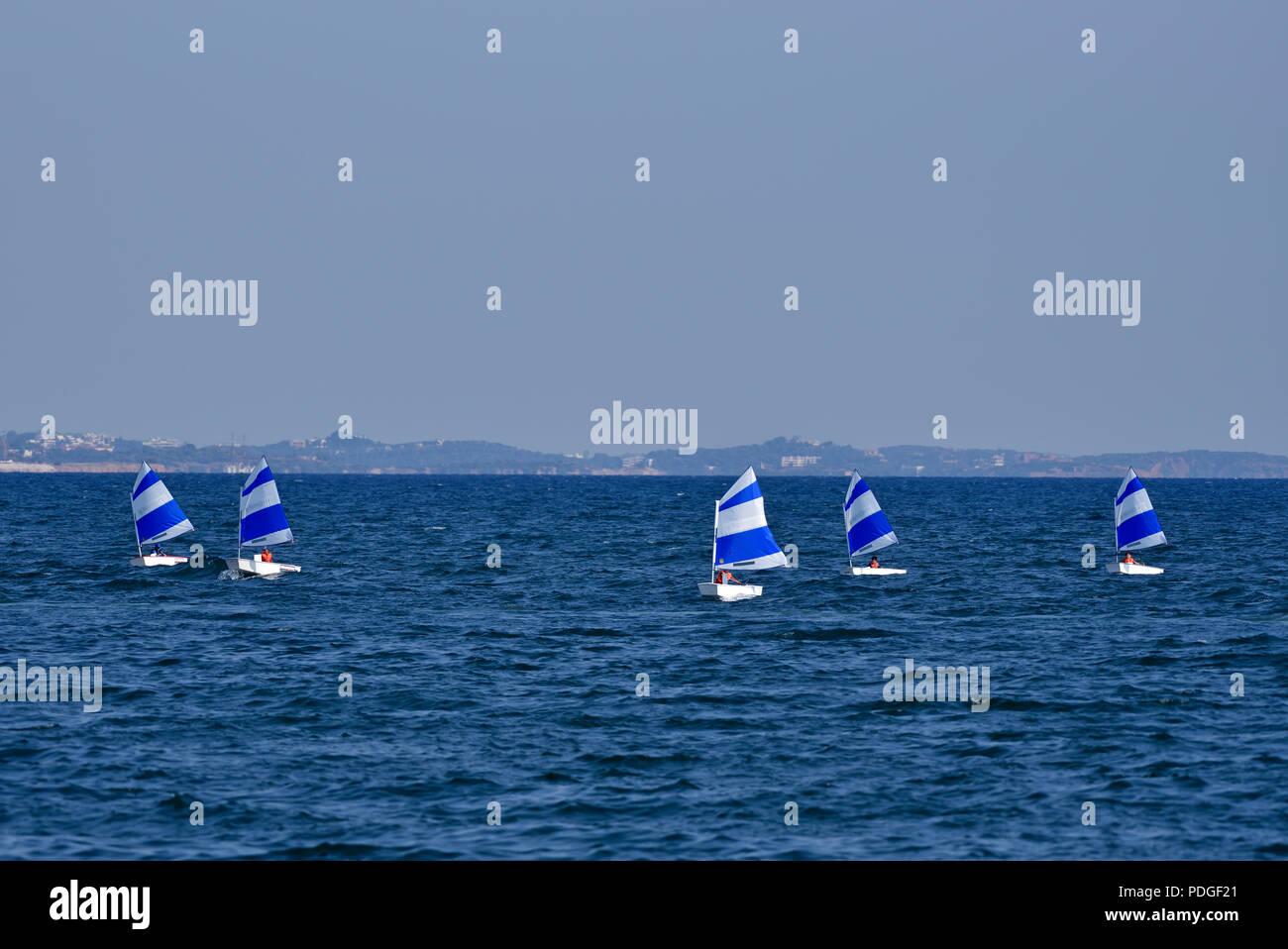 Optimist segeln Yachten in Faliro, Athen, Griechenland Stockbild