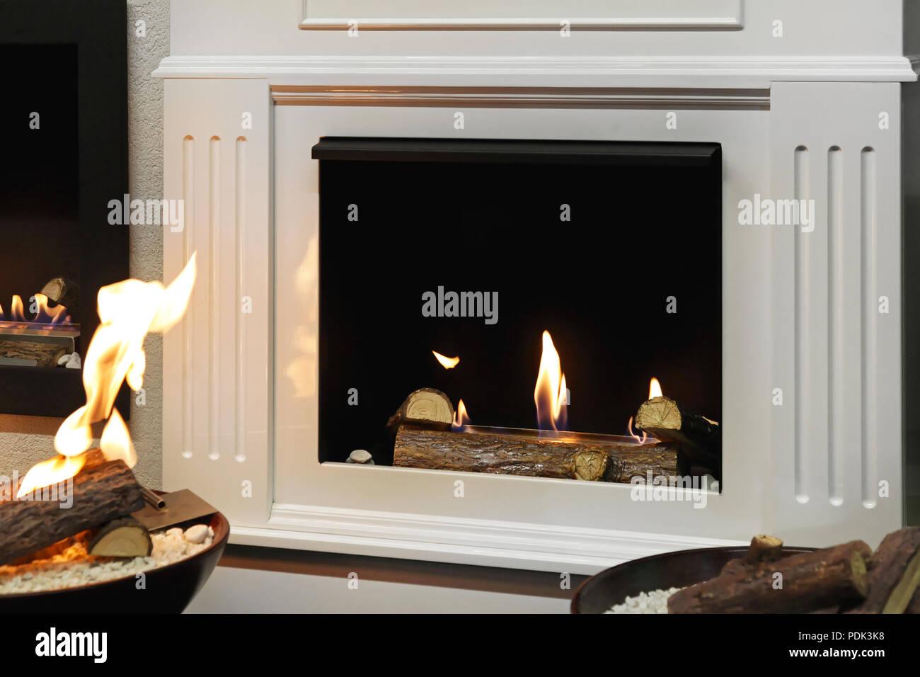Feuerstelle Kamin Offenes Kaminfeuer Stockfotos Und Bilder Kaufen Alamy