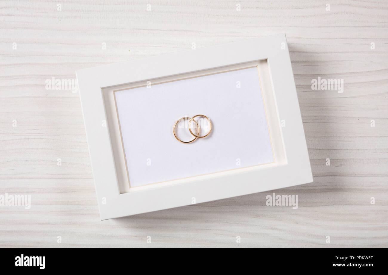 Liebe Und Ehe Konzept Goldene Hochzeit Ringe Auf Einem Leeren
