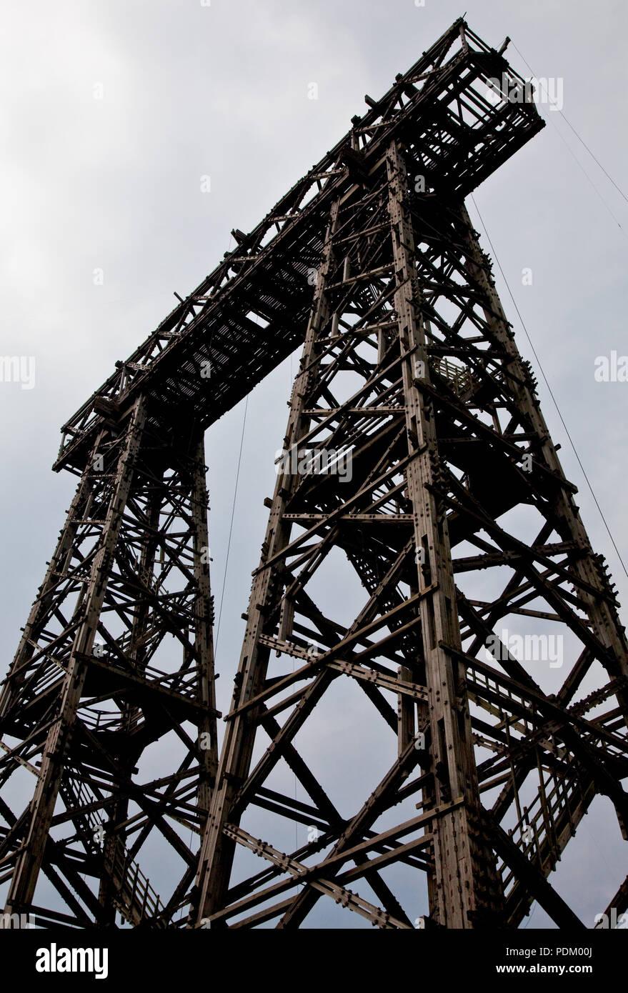 Brück (Mark) Antennenmeßtürme hölzerne Turm III 54 m hoch beide 1963 von der Deutschen Post errichtet. Brücker Türme Stockbild