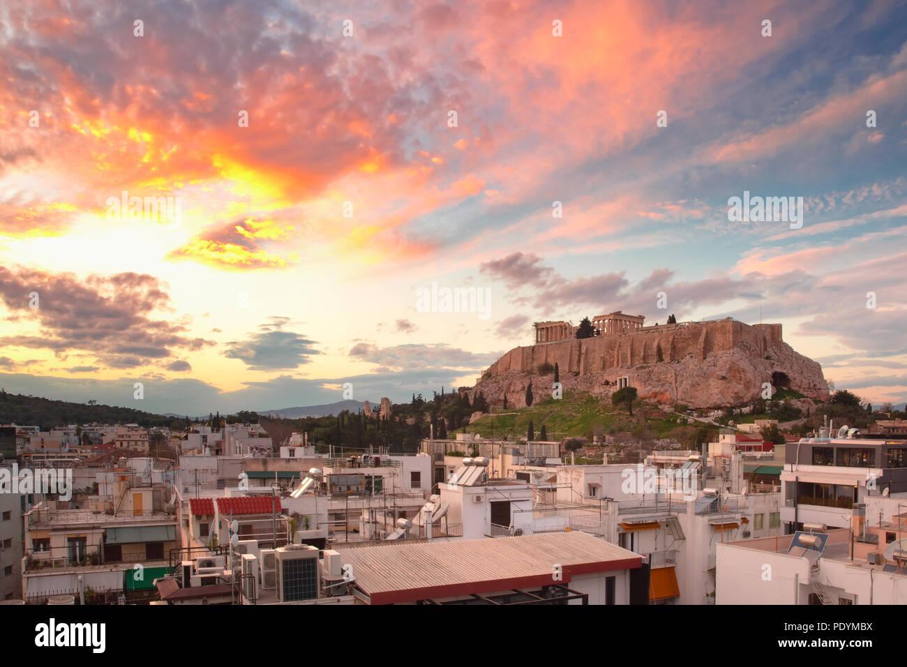Fira, wichtigste Stadt von Santorini in der Nacht, Griechenland Stockbild