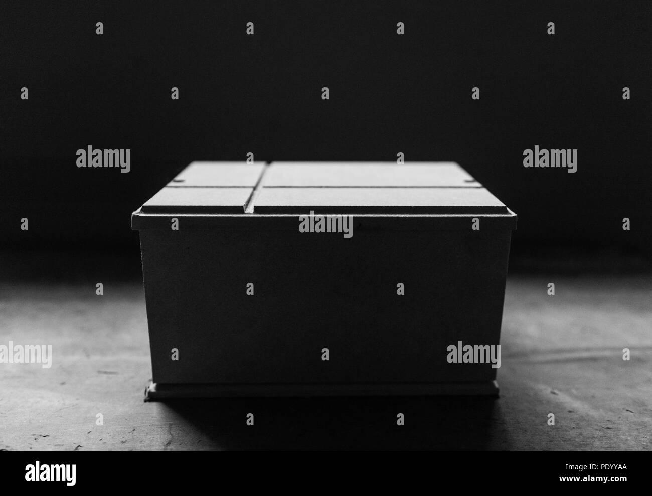Graustufen Fotografie eines hölzernen urn Stockbild