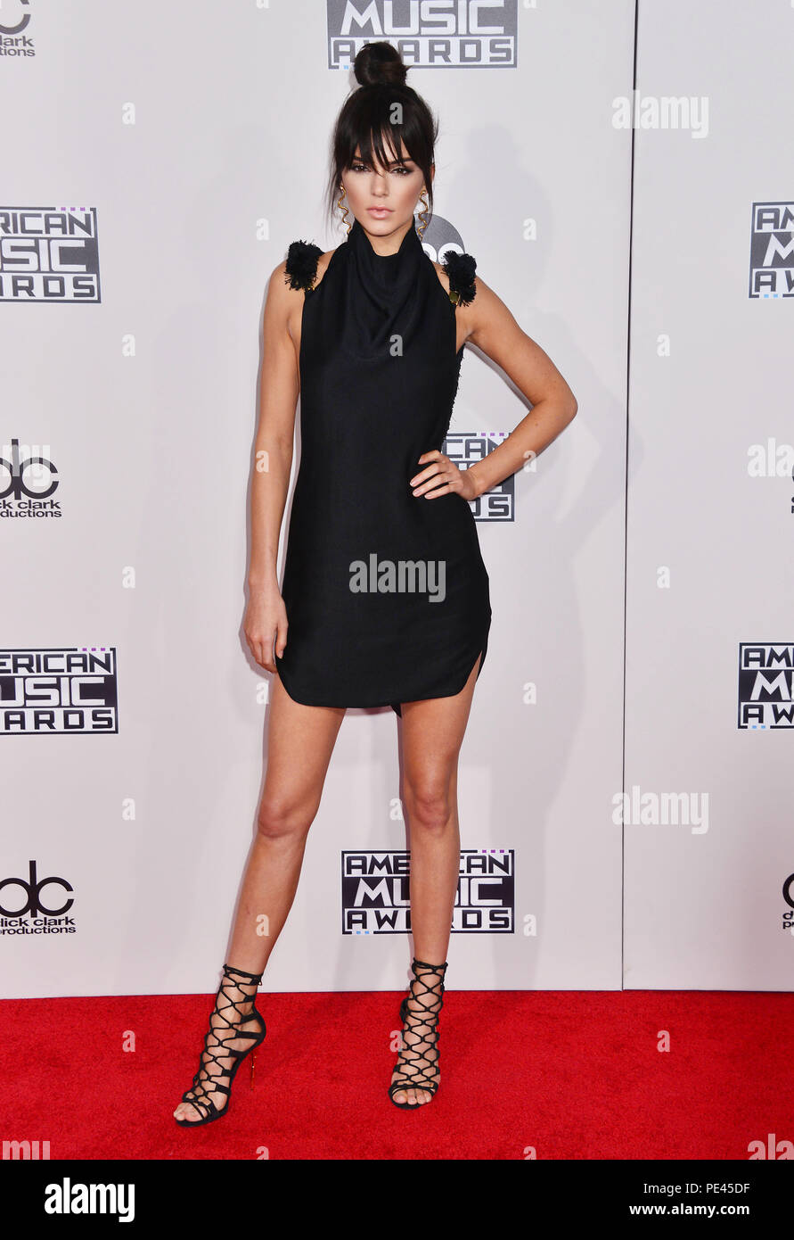 Kendall Jenner 303 auf 2015 Die American Music Awards, die in den Microsoft Theater in Los Angeles. November 22, 2015. Kendall Jenner 303 Veranstaltung in Hollywood Leben - Kalifornien, Red Carpet Event, USA, Filmindustrie, Prominente, Fotografie, Bestof, Kunst, Kultur und Unterhaltung, Topix prominente Mode, Besten, Hollywood Leben, Event in Hollywood Leben - Kalifornien, Roter Teppich und backstage, Film Stars, TV Stars, Musik, Promis, Topix, Bestof, Kunst, Kultur und Unterhaltung, vertikal, eine Person, Fotografie, Mode, volle Länge, 2015 Anfrage tsuni@Gamma-USA.com, Kredit Tsuni/ Stockfoto