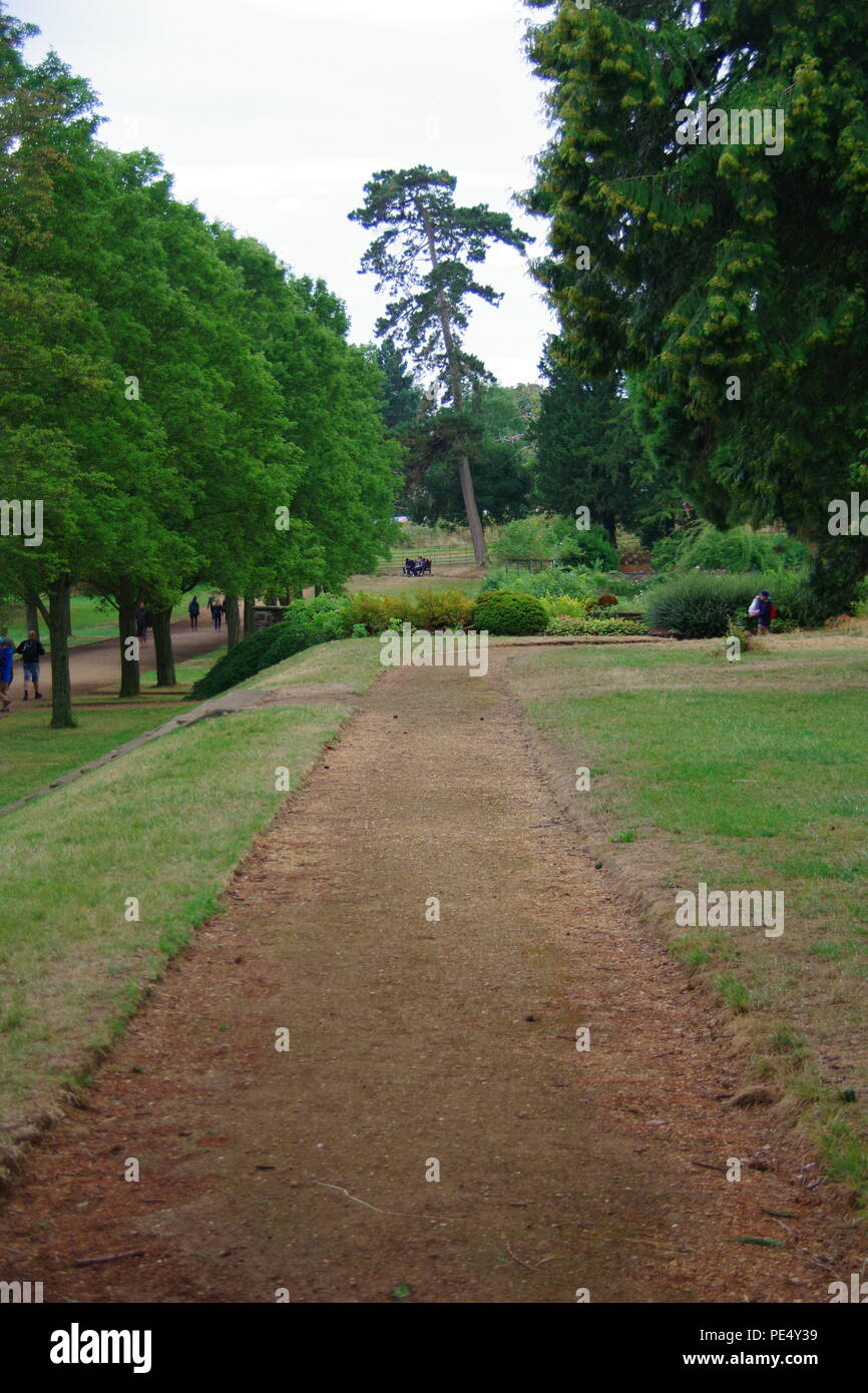 englisch country garden prozession weg. ashton gericht mansion