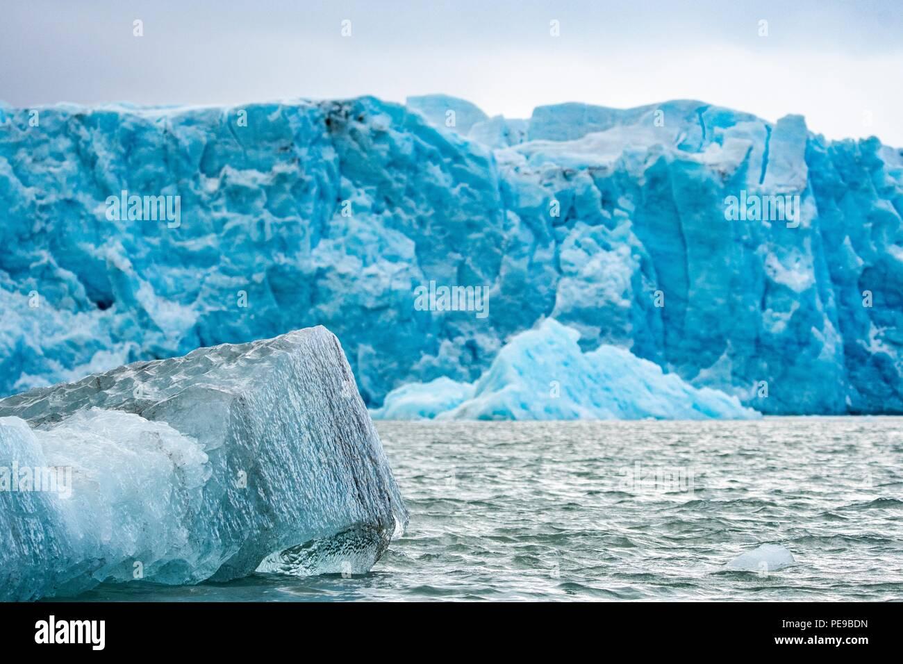 Eis Textur aus dem Meer entnommen, in dem die Schönheit der Gletscher Eis in Svalbard Stockbild