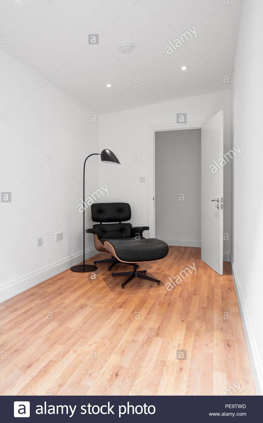 Unmöblierte Zimmer Mit Eames Lounge Chair. Graham Road, London, Vereinigtes  Königreich. Architekt: Osten Acht, 2016.