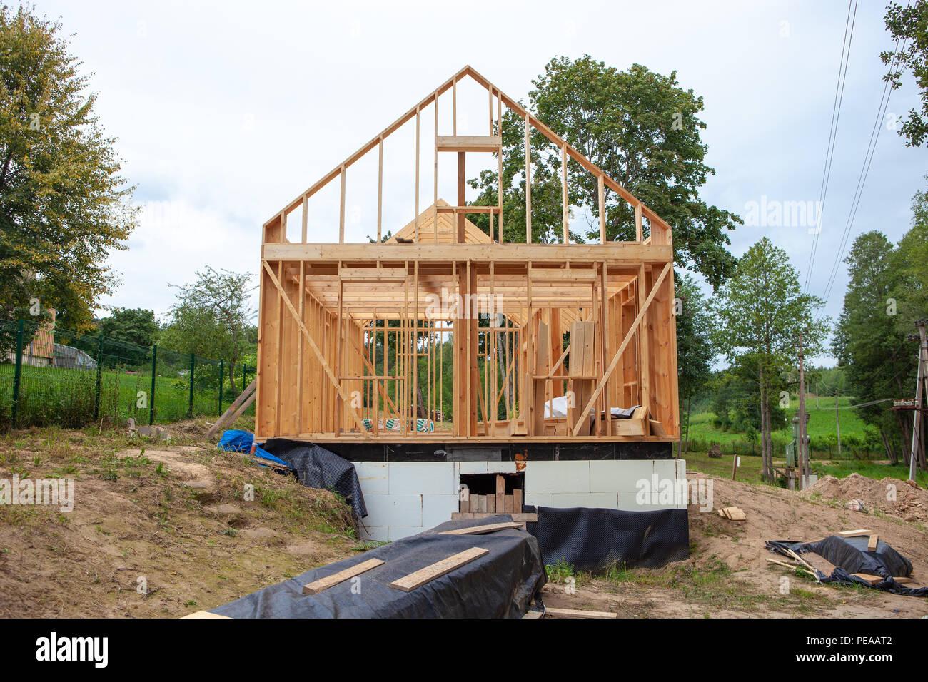 Stick erbaute Haus im Bau, neues Dach bauen mit Holz truss, Pfosten ...