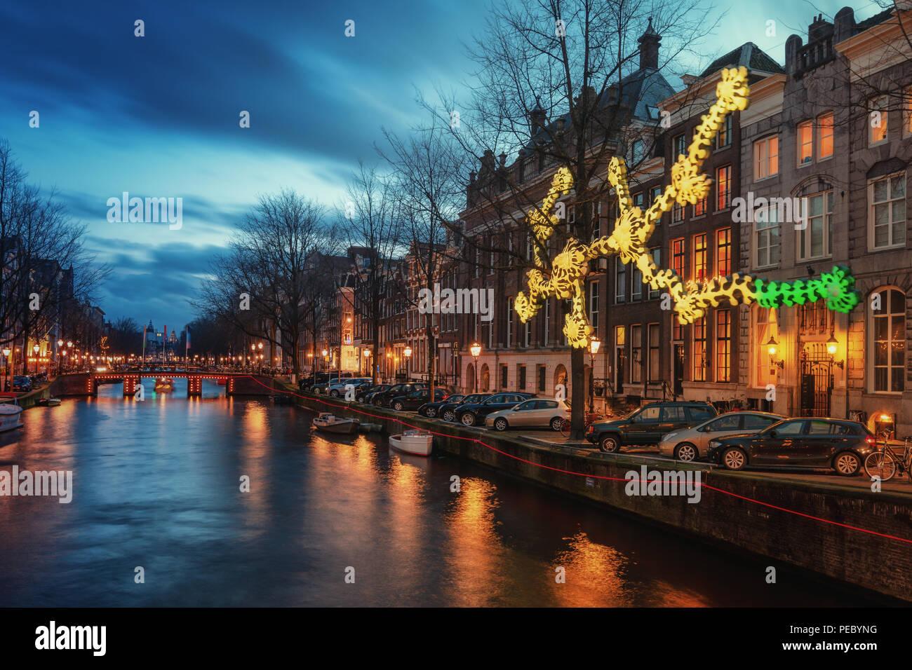Licht Tour Amsterdam : Amsterdam niederlande dezember licht objekt über die