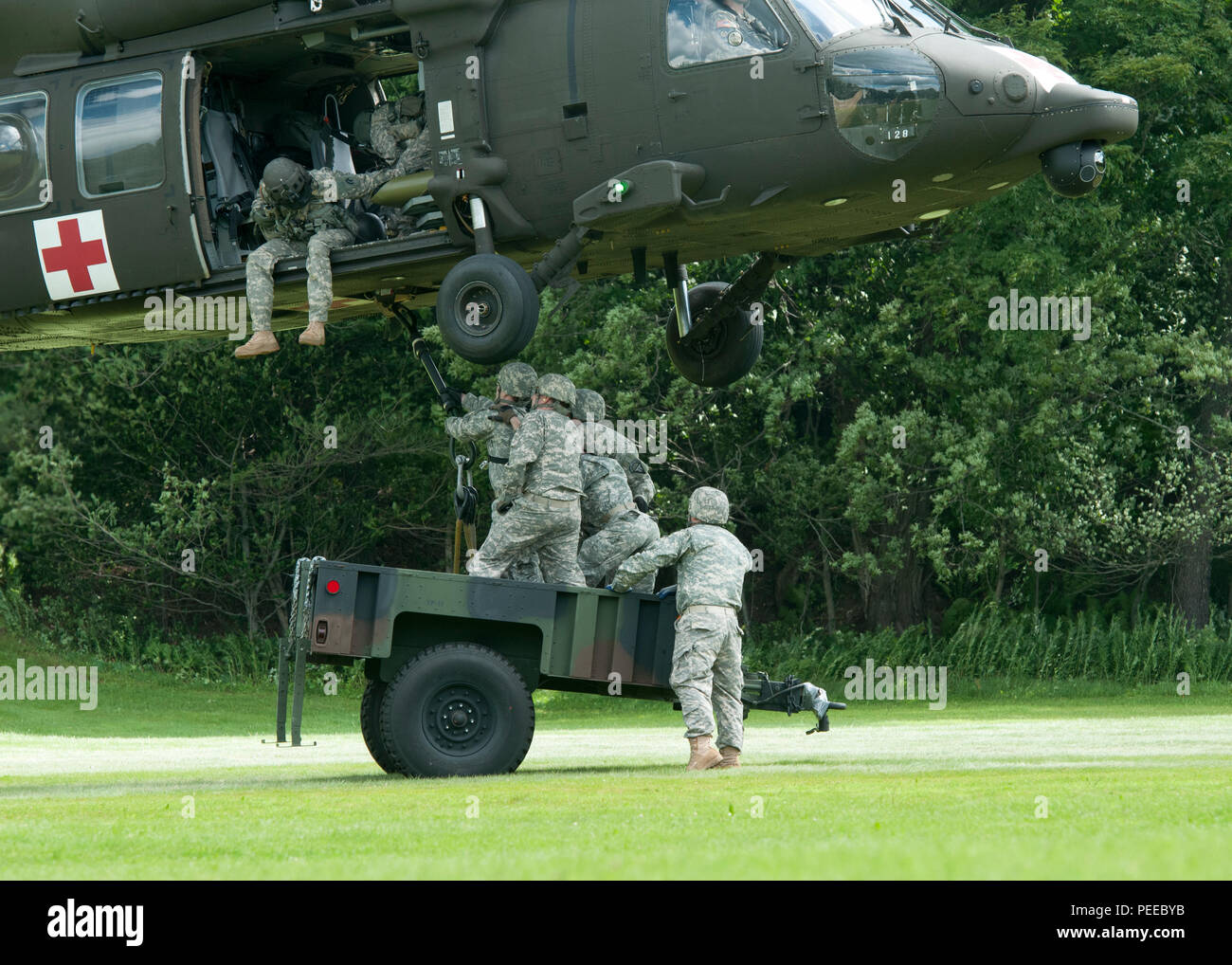 Die 40th Army Band Soldaten Haken Eine Schlinge Um Eine Charlie
