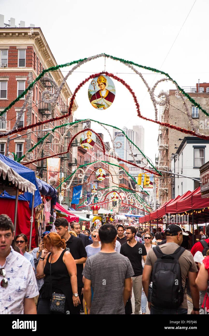 New York City, New York, September 21, 2017: Blick auf New York City Little Italy in Downtown Manhattan der jährlichen Fest des San Gennaro mit Essen v Stockbild