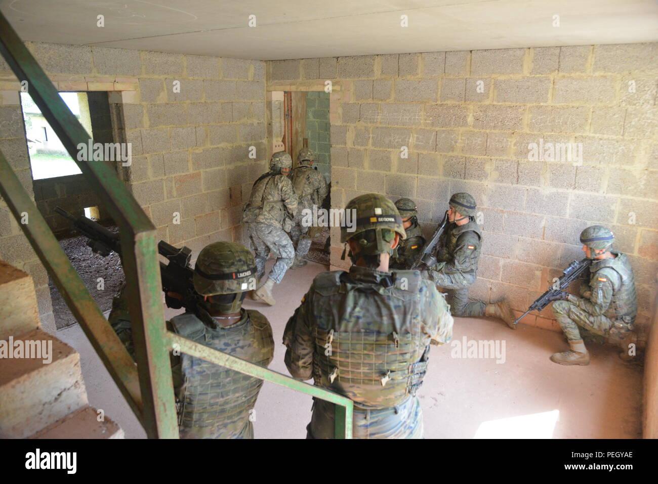Action- & Spielfiguren Fahnen Armee 45 stücke Kunststoff Spielzeug Rom Soldaten Artillerie Stand