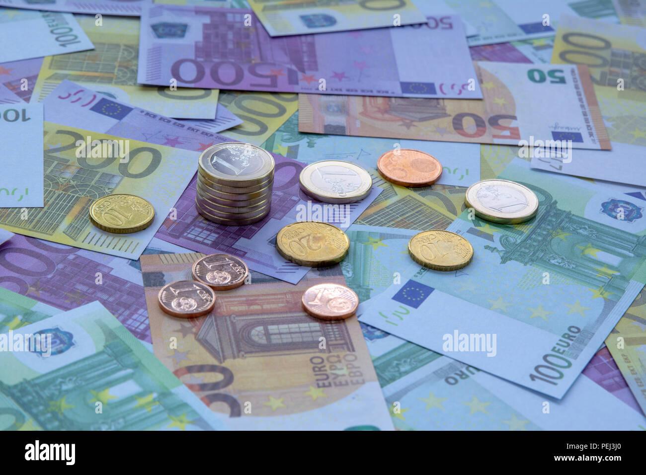 Viele Verschiedene Euro Scheine Und Münzen Symbolische Foto Für