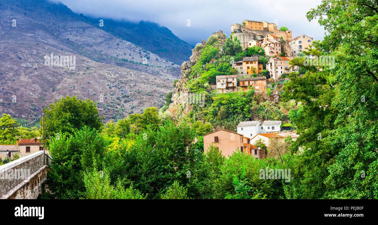 Beeindruckende Corte Dorf, mit Blick auf Schloss und Häuser. Korsika, Frankreich. Stockbild